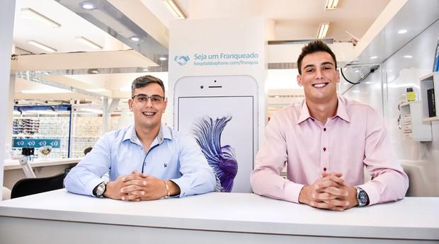 Fábio Reis e André Reis, fundador do Hospital do iPhone (Foto: Divulgação)