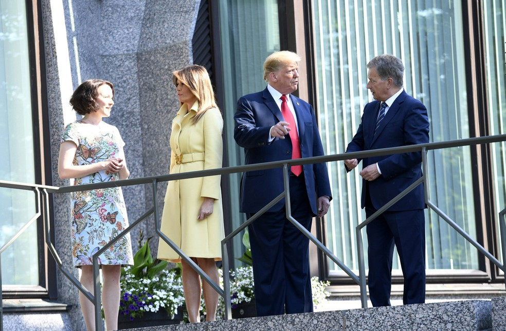 Presidente Donald Trump, primeira-dama, Melania, presidente finlandês, Sauli Niinisto, e sua mulher Jenni Haukio, se encontraram em Helsinque, nesta segunda-feira (16)  (Foto: Lehtikuva/Martti Kainulainen/ Reuters )
