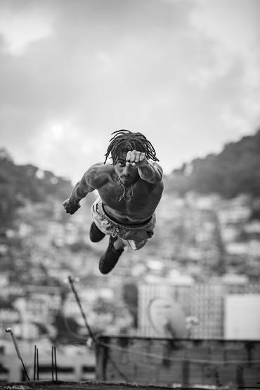 Jovens do Favelagrafia fazem leilão online de fotos para ajudar famílias das comunidades onde vivem no Rio
