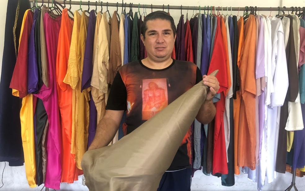 Rodrigo Silva, presidente da Organização Vilaboense de Artes e Tradições (Ovat), responsável pela organização da Procissão do Fogaréu, na cidade de Goiás — Foto: Paula Resende/G1