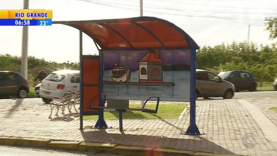 Projeto recupera paradas de ônibus em Rio Grande por meio da arte
