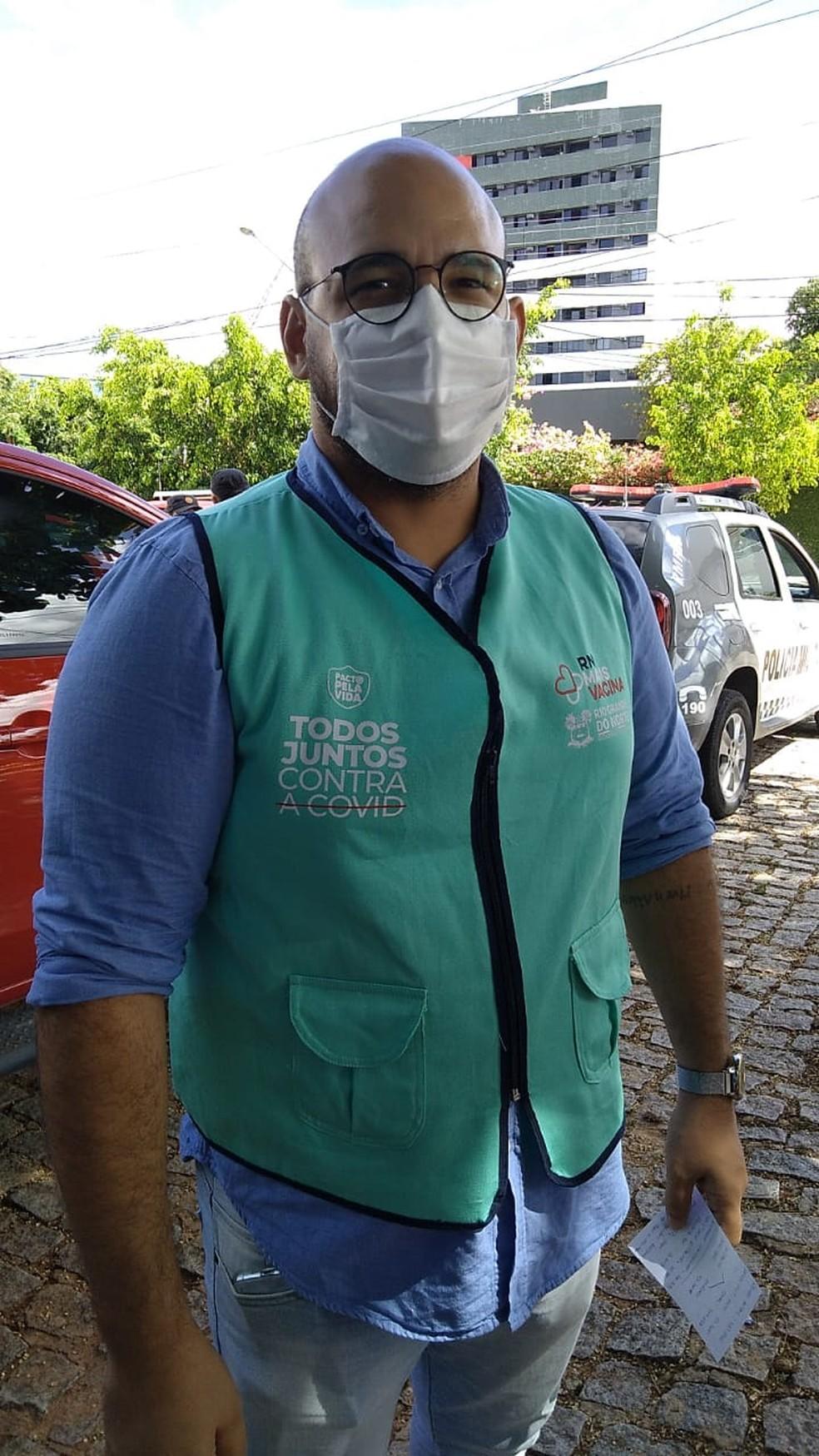 Thiago Vieira, diretor técnico da Unicat, fala sobre distribuição de vacinas para  — Foto: Julianne Barreto/Inter TV Cabugi