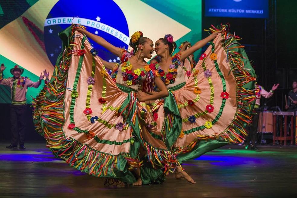 O grupo apresentou o espetáculo 'Mato Grosso dançando o Brasil' (Foto: Salih Yildirim/Arquivo Pessoal)