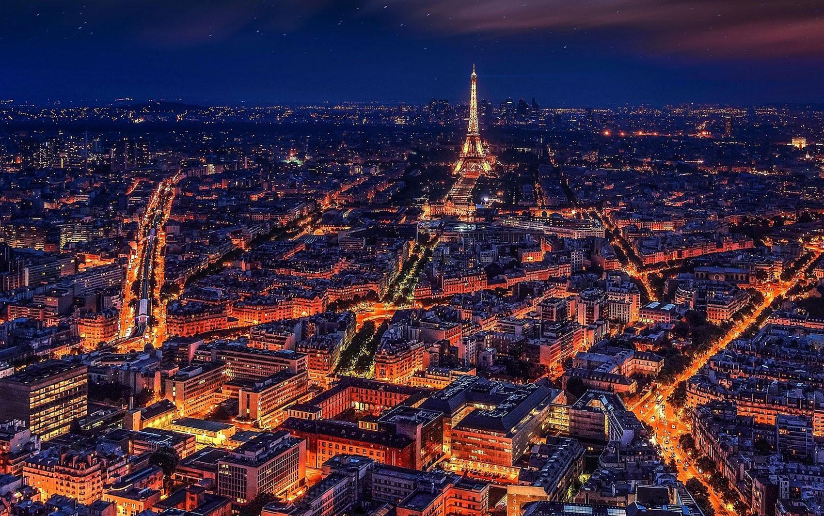 Turismo em Paris supera baixa pós-ataques e tem melhor ano em uma década em 2017