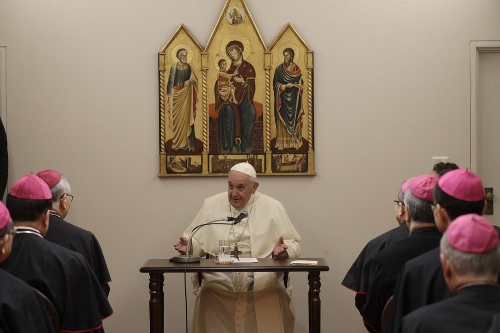 Papa Francisco em encontro com a nunciatura apostólica em Tóquio neste sábado (23). — Foto: Gregorio Borgia/AP