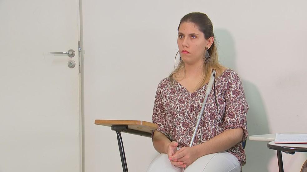 Tainah Gaspar Gonçalves é cega e faculdade de Avaré (SP) passou por adaptações depois que ela se matriculou no curso de psicologia — Foto: Lucas Cerejo/TV TEM