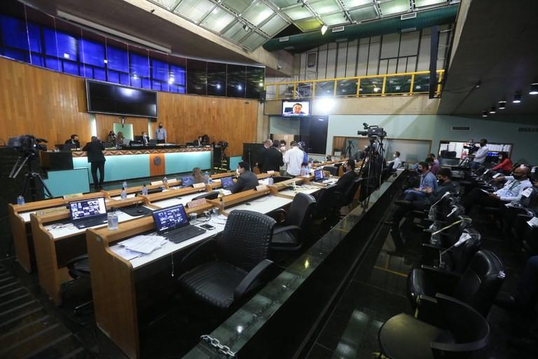 Câmara mantém vetos à projetos ligados ao calendário municipal, apresentação de artistas de rua e Disque Denúncia em Uberlândia