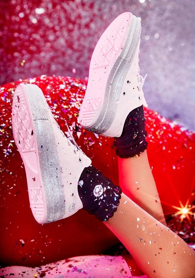 Miley Cyrus em sua colab com a Converse (Foto: Divulgação)
