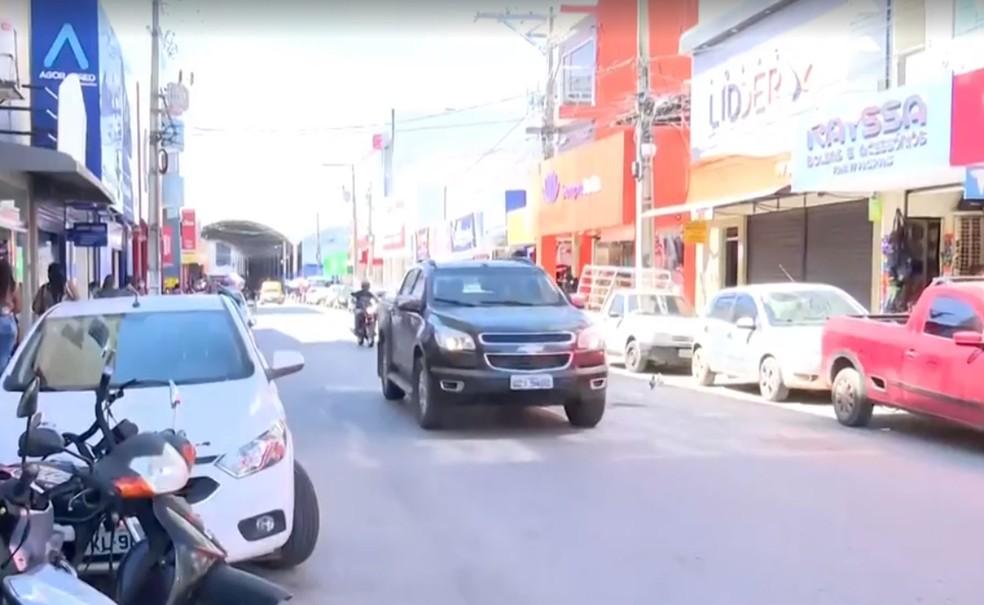Prefeitura de Barreiras determina fechamento do comércio não essencial por  causa do aumento de casos da Covid-19 | Bahia | G1