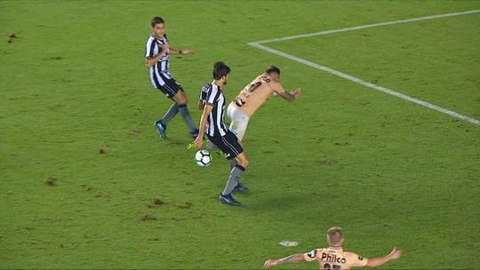 Gabigol reclama de dois pênaltis não marcados para o Santos