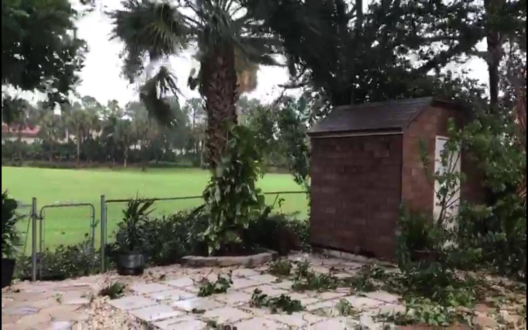 Ventos forte no quinta de uma casa na Boca Raton, Sul da Flórida.