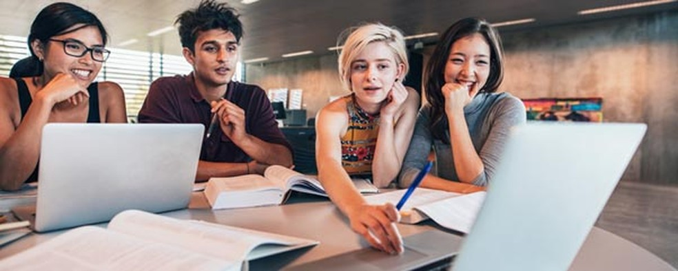 Os cursinhos preparatórios são ótimos para ir direto no foco de estudo e ainda trocar experiências com outros colegas (Foto: Shutterstock)
