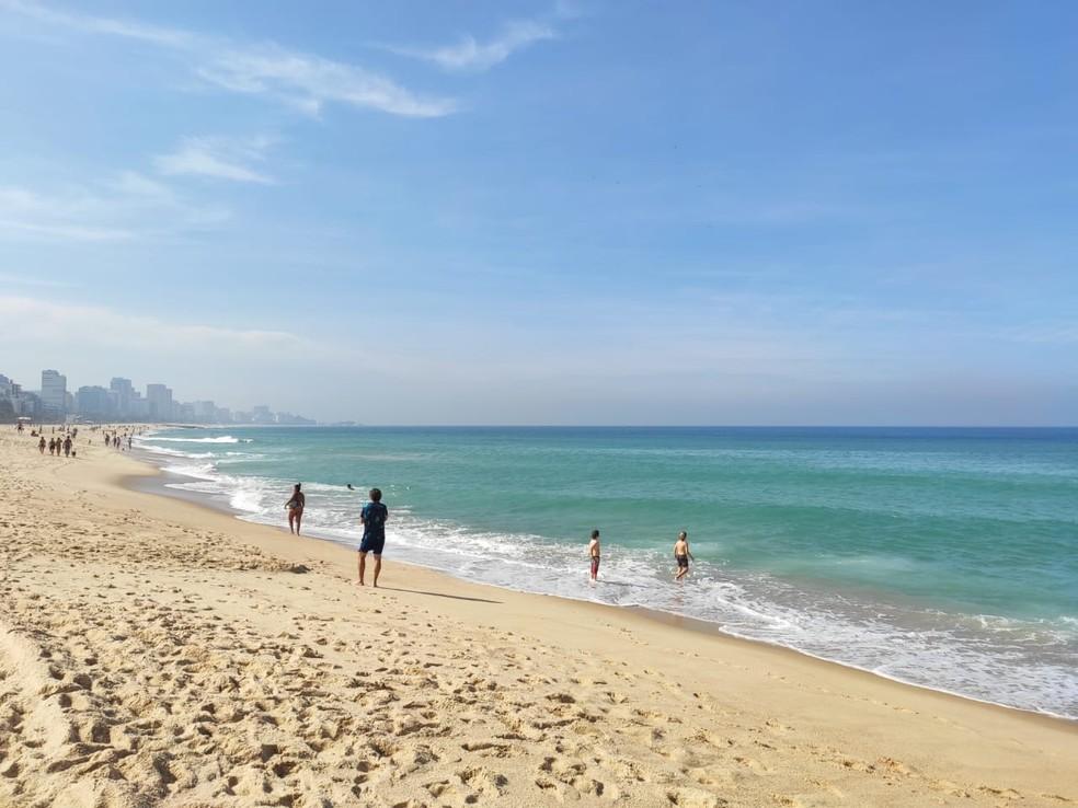 Leblon tem mar caribenho neste feriado de Corpus Christi (11) — Foto: G1 Rio