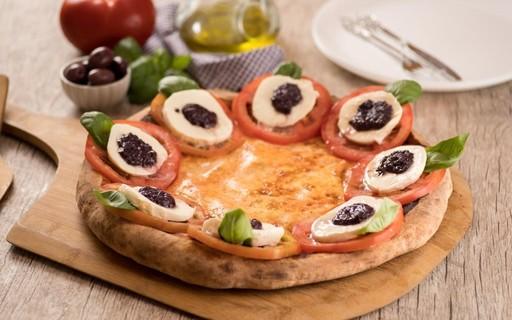 Receita de pizza vegetariana caprese