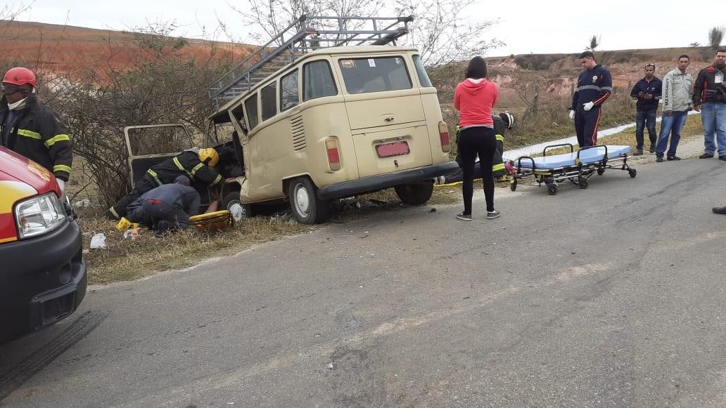 Pai e filha ficam feridos em acidente na BR-265 em Barbacena - Notícias - Plantão Diário