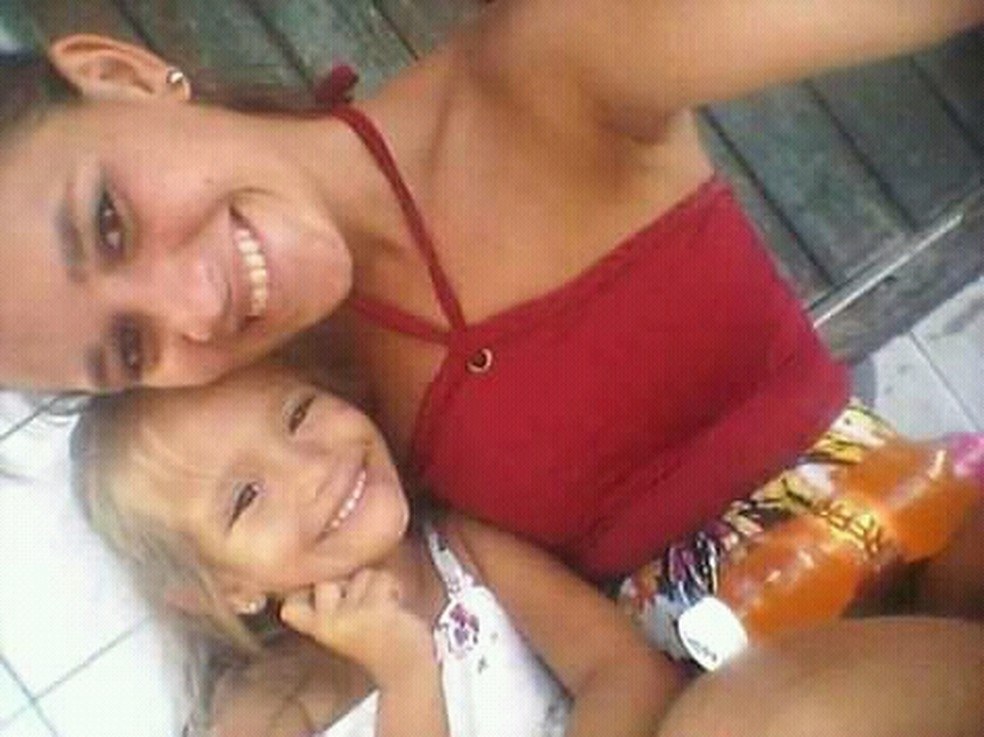 Mayara Maria da Silva, de 20 anos, e Lara Emmilly, de apenas 4, foram executadas a tiros em Nísia Floresta, na Grande Natal. Mulher estava grávida.de quatro meses — Foto: Reprodução