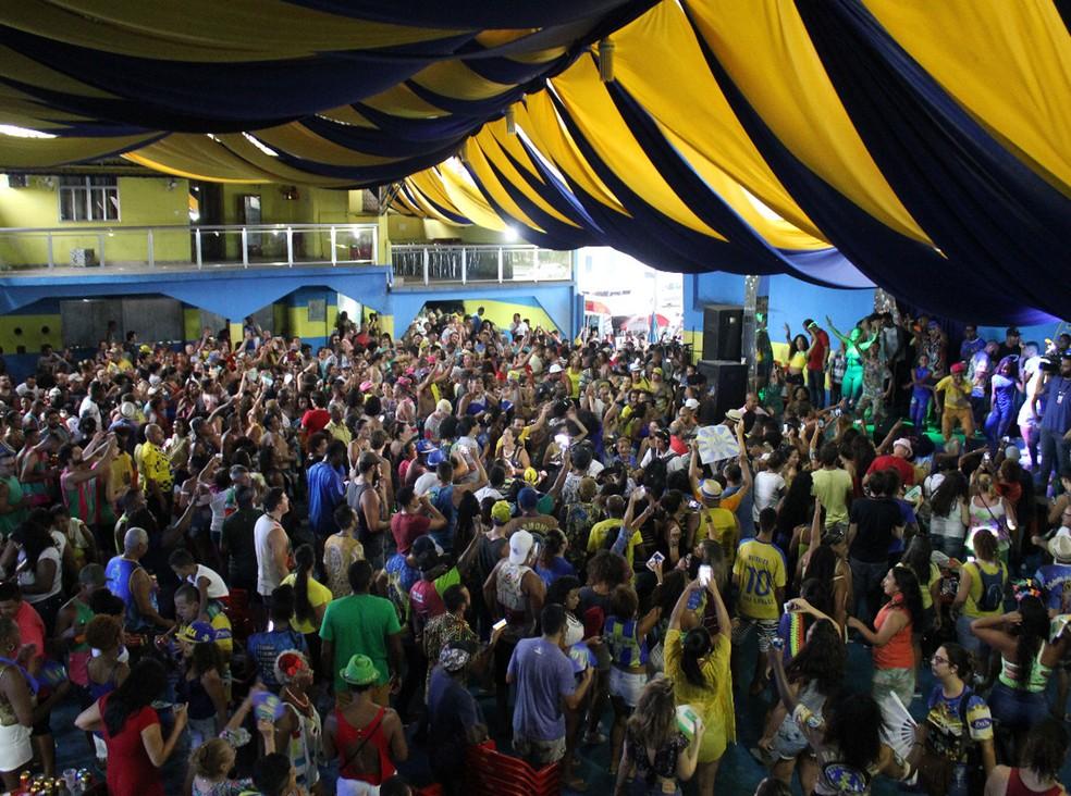 Quadra da vice-campeã Paraíso do Tuiuti fica lotada após divulgação de resultado de resultado do desfile do Grupo Especial (Foto: Andressa Gonçalves / G1)