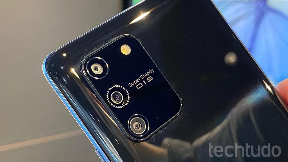 Detalhe da câmera traseira do Galaxy S10 Lite — Foto: Thássius Veloso/TechTudo