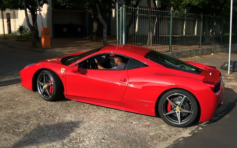 Ferrari apreendida na 1ª fase da Operação Ouro Verde (Foto: José Braz/EPTV)