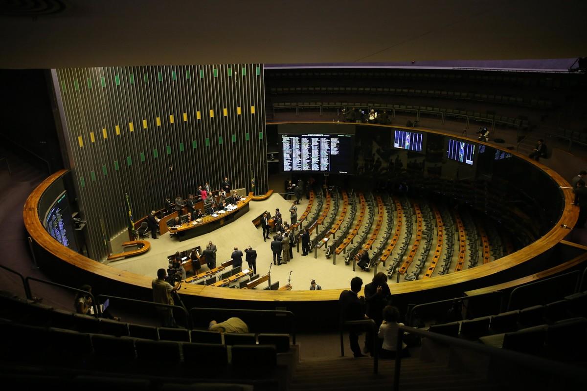 Justiça rejeita acusações contra ex-deputados do DF pela 'farra das passagens'