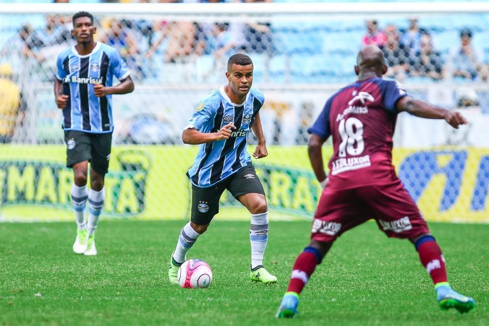 Alisson tentou algumas investidas pela esquerda, mas sem muito sucesso (Foto: Lucas Uebel / Grêmio, DVG)
