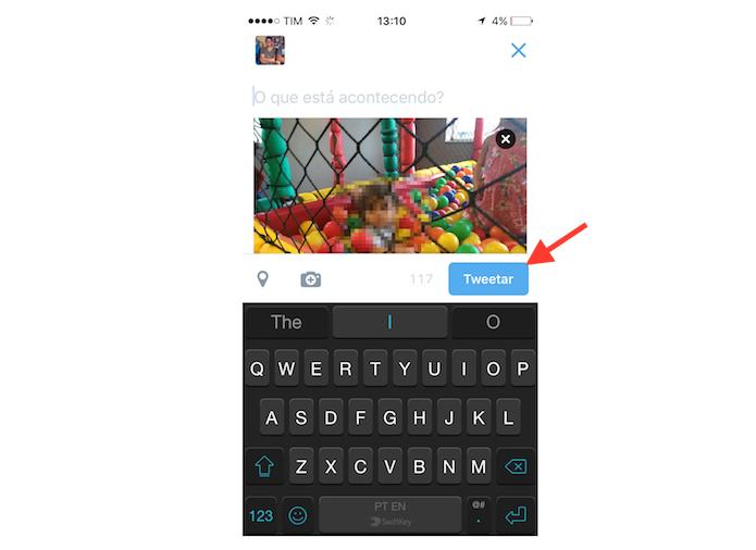 Postando uma foto no Twitter onde um amigo está marcado (Foto: Reprodução/Marvin Costa)