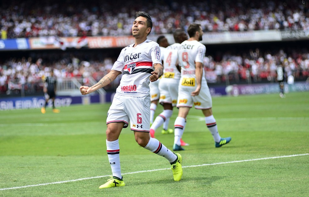 Petros fez o gol diante do Corinthians (Foto: Marcos Ribolli)