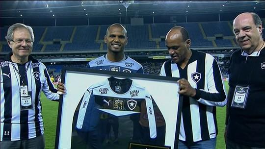 Pacotão do Botafogo: noite de festa, caneta, trapalhada, polêmica e vaias