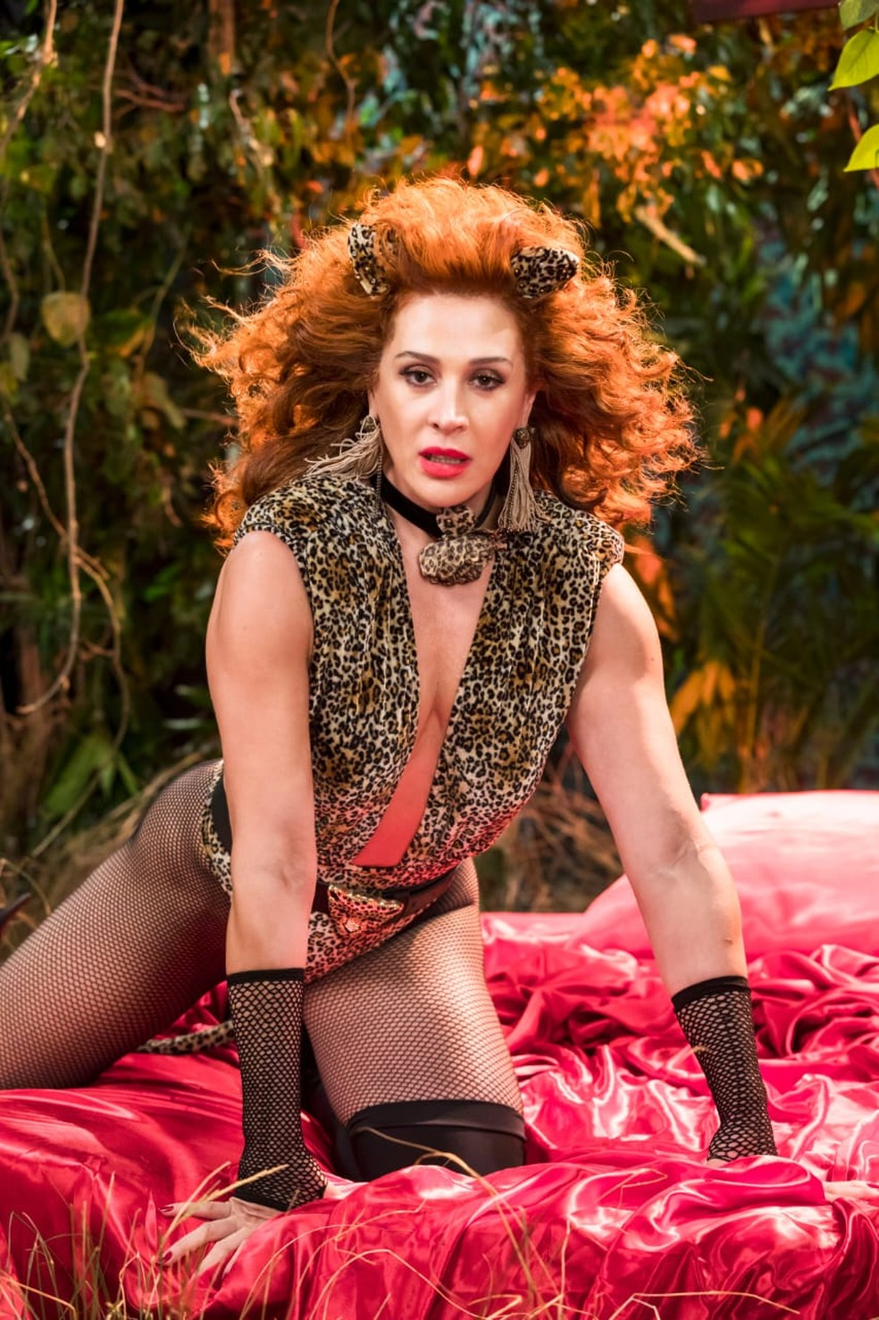 Lidiane (Claudia Raia) relembra os dias de Lid Pantera com fantasia sexy em animal print de oncinha — Foto: João Miguel Junior/ TV Globo