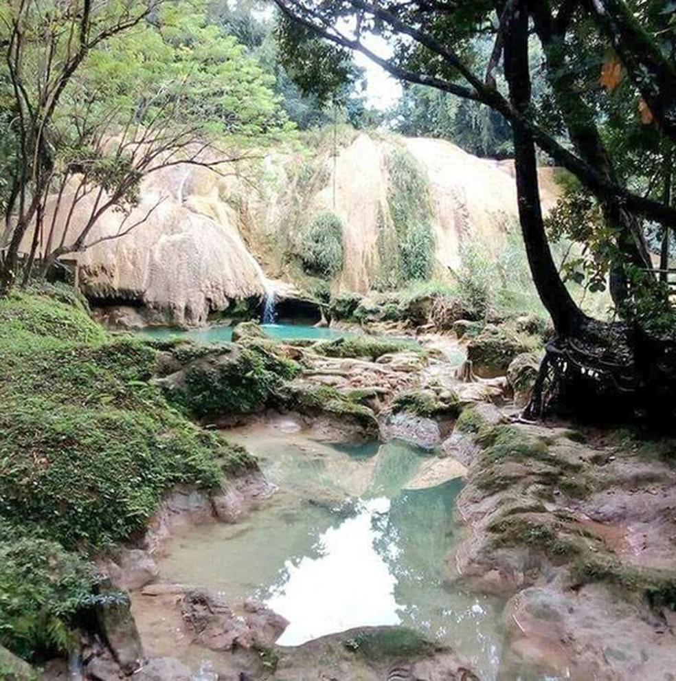 Os turistas da cachoeira de Água Azul encontraram um lugar bem diferente do esperado  (Foto: Alfonso García)