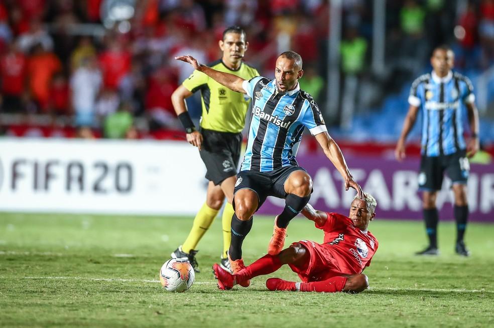 Thaciano teve boa atuação ao substituir Maicon contra o América de Cali — Foto: Lucas Uebel / Grêmio FBPA