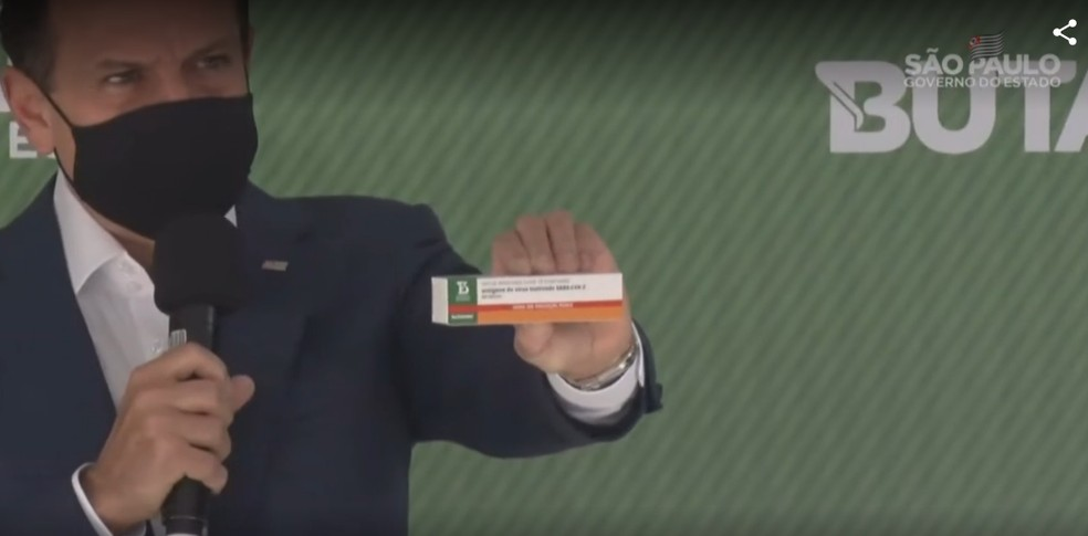 João Doria (PSDB), governador de SP, apresenta embalagem da Butanvac, nova candidata a vacina contra o coronavírus — Foto: Reprodução/Governo de SP