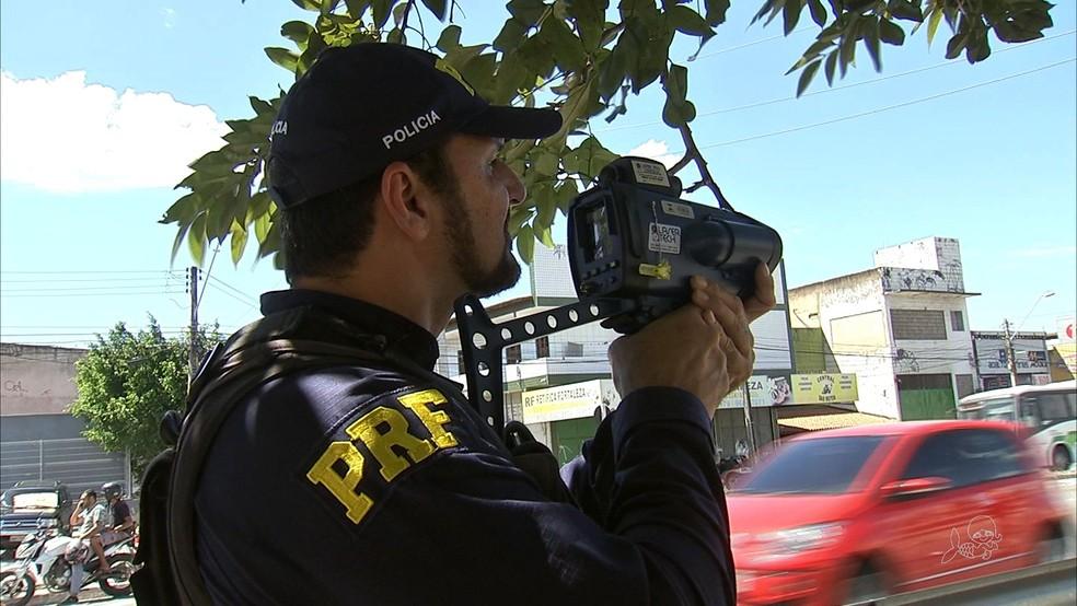 Fiscalização nas estradas federais no Ceará (Foto: TV Verdes Mares/Reprodução)