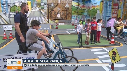 Com pista 3D, crianças aprendem sobre trânsito em mini cidade criada em Lages
