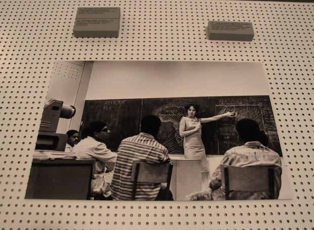 Toni Marini ministra aula na Escola de Belas Artes de Casablanca, no Marrocos (Foto: Mari Carvalho/Divulgação)