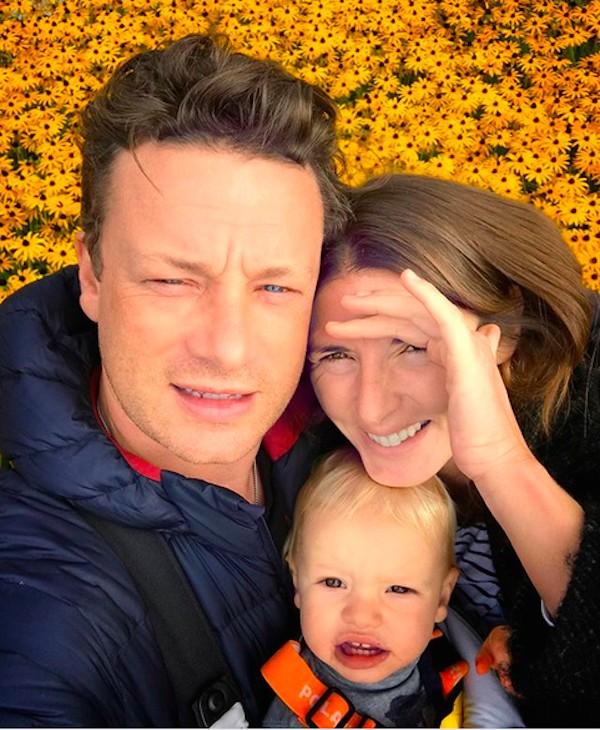 O apresentador e chef Jamie Oliver com a esposa e o caçula (Foto: Instagram)