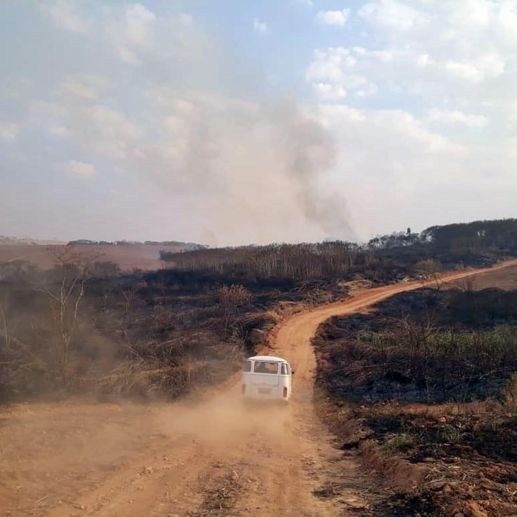 Incêndio destrói cerca de 109 hectares de vegetação na zona rural de Guaranésia, MG  - Notícias - Plantão Diário