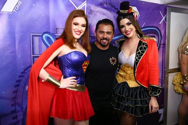 Ana Clara e Vivian Amorim com Xand Avião (Foto: Roberto Filho/Brazil News)