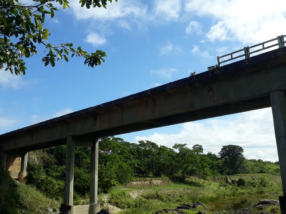Acidente aconteceu na ponte do Angelim, na BA-680, na cidade de Potiraguá, sul da Bahia (Foto: Divulgação/ Polícia Militar)