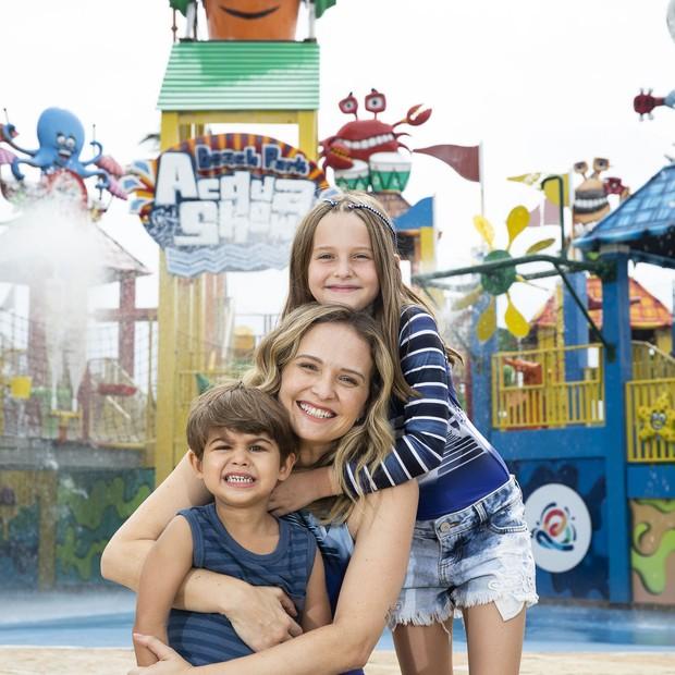 Fernanda Rodrigues e os filhos, Luisa e Bento (Foto: Felipe Panfili/Divulgação)