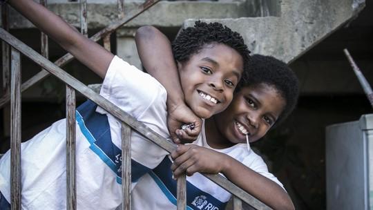 Carlos Eduardo Jay e Luan Pessoa celebram parceria em 'Cidade dos Homens'