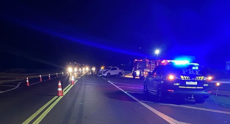 Mulher morre e três pessoas ficam feridas após acidente entre carro, caminhonete e moto na BR-369