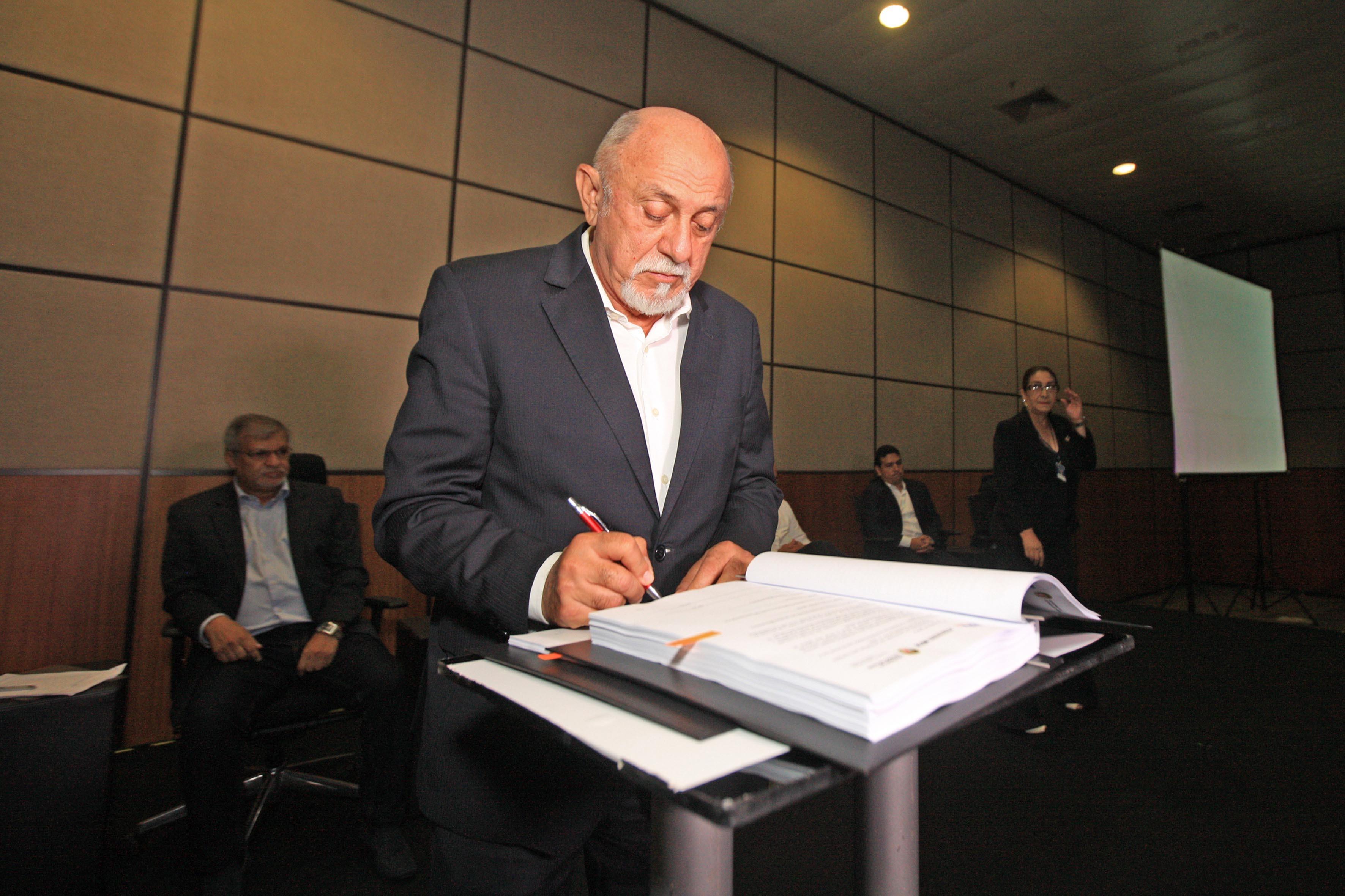 Simão Jatene assina contrato para início do BRT Metropolitano a três meses do fim do mandato