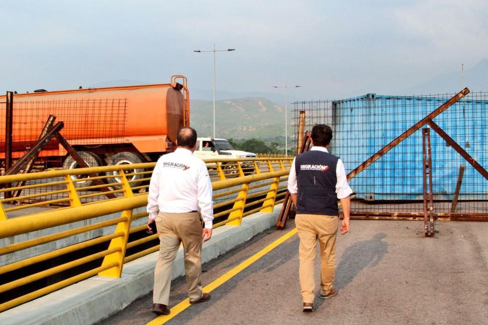 O governo do ditador Nicolás Maduro bloquou a ponte Tienditas, entre Cúcuta (Colômbia) e Ureña (Venezuela), na terça-feira (5/2), impedindo a entrada de auxílio humanitário no país — Foto: Colombian Migration Office / AFP