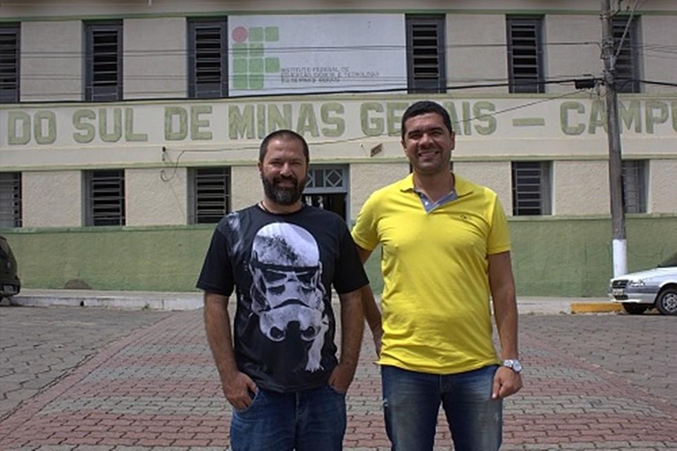 O professor Marcos Magalhães e o diretor do campus Luiz Flávio começaram o projeto — Foto: Instituto Federal do Sul de Minas
