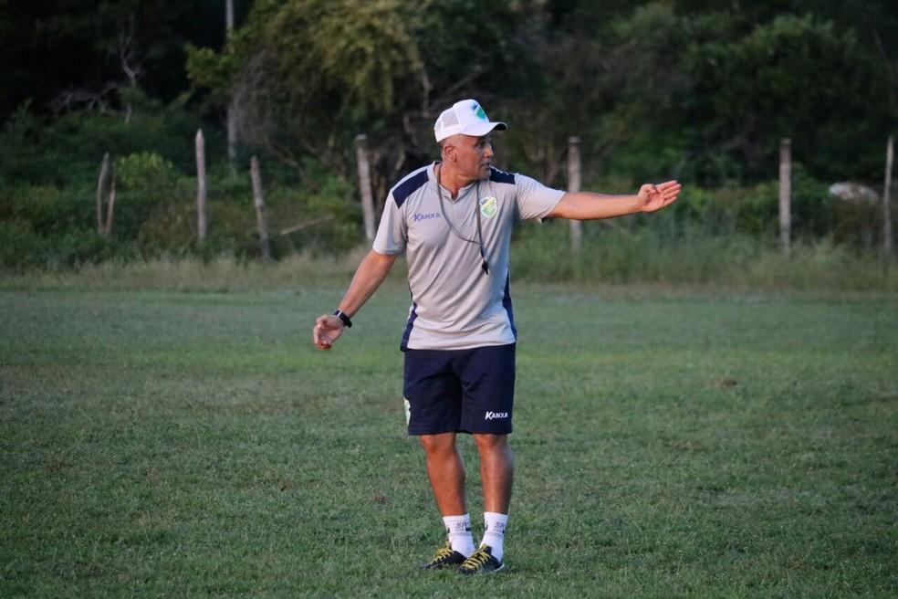 Oliveira Canindé, técnico do Altos (Foto: Wenner Tito/GloboEsporte.com)