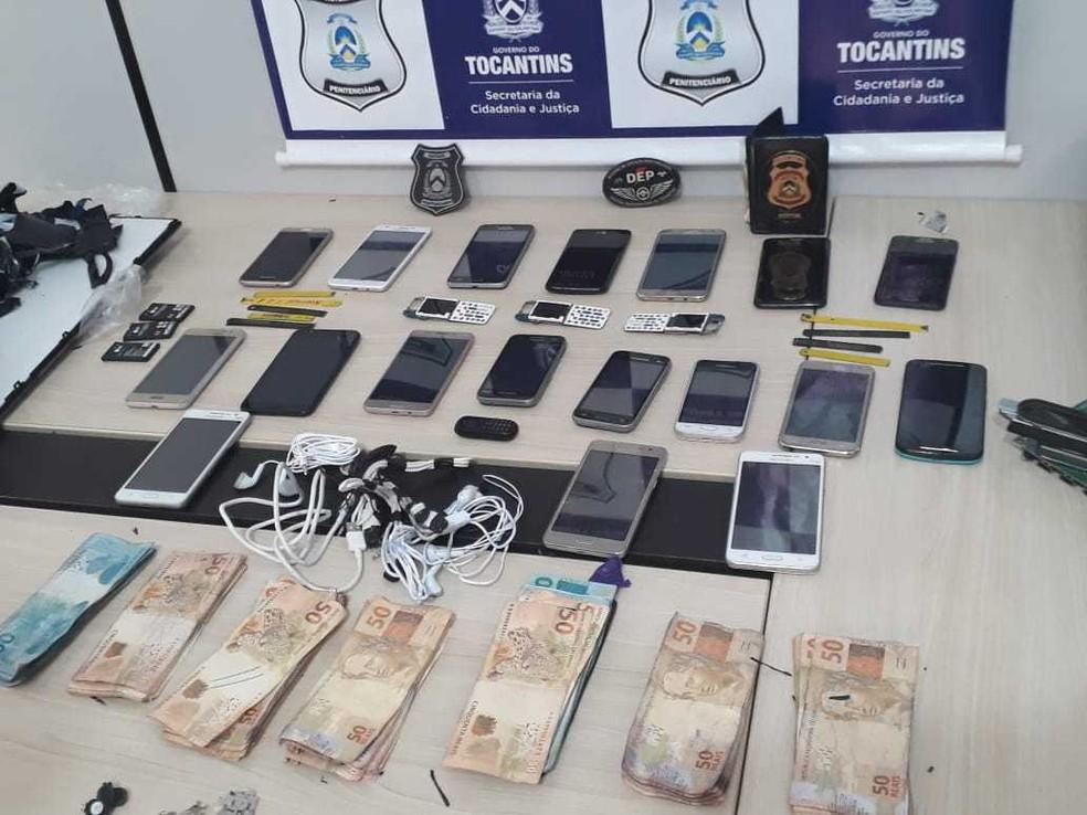 Celulares e dinheiro estavam dentro de TV (Foto: Divulgação/Governo do Estado)