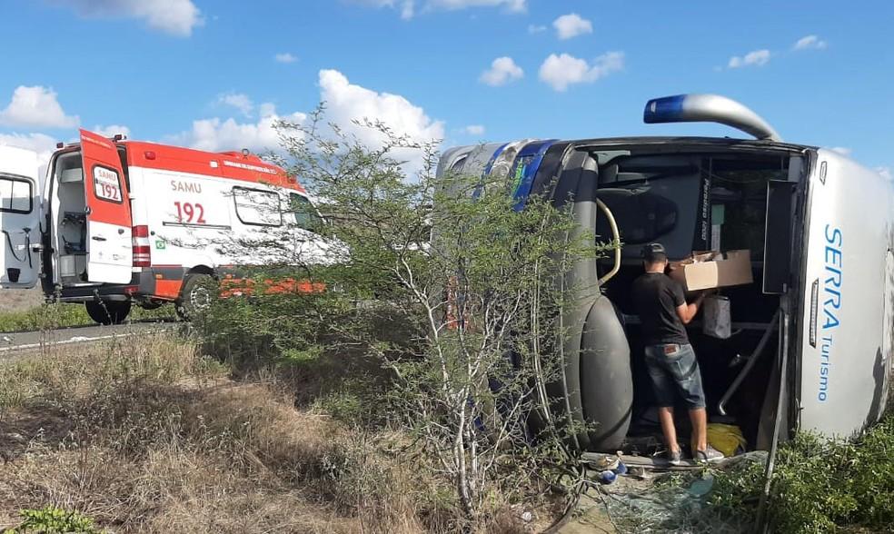 Vítimas, que não foram identificas, foram levadas para um hospital de Petrolina, outras para Uauá.  — Foto: Redes Sociais
