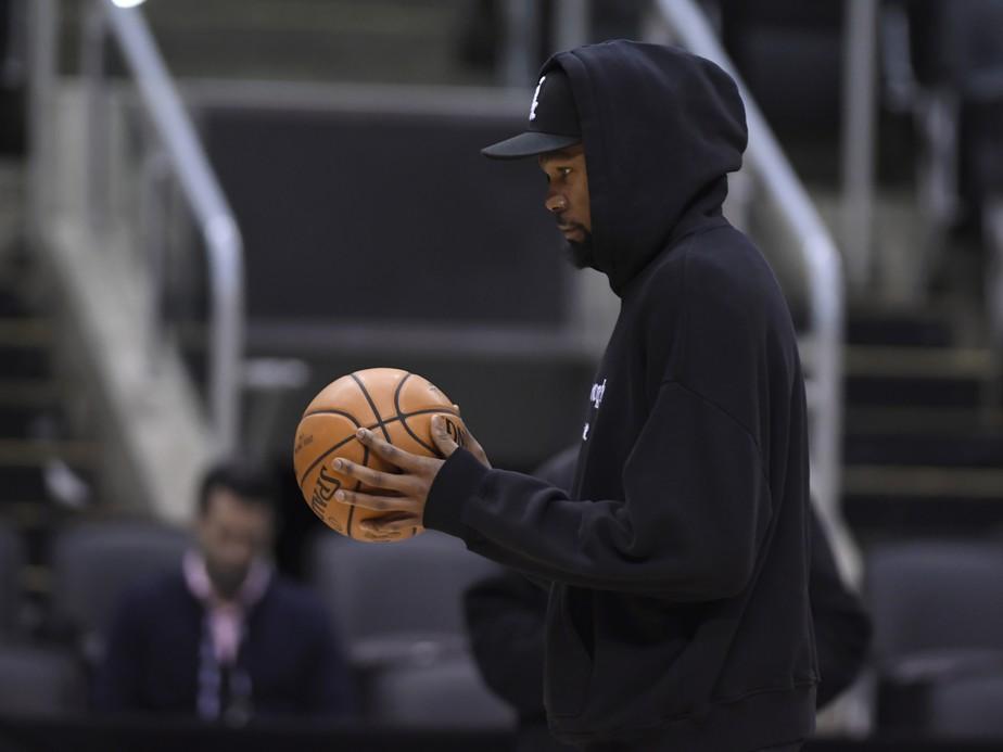Durant é liberado para treinar com os Warriors, mas continua sendo dúvida para o jogo 5