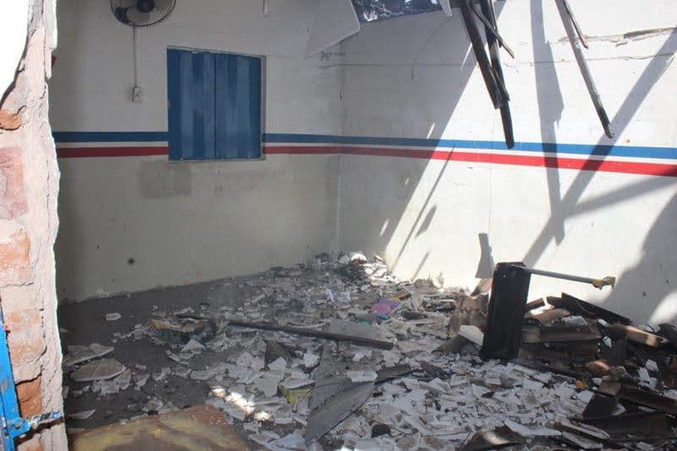 Escola incendiada em Jatobá — Foto: Internet/Reprodução